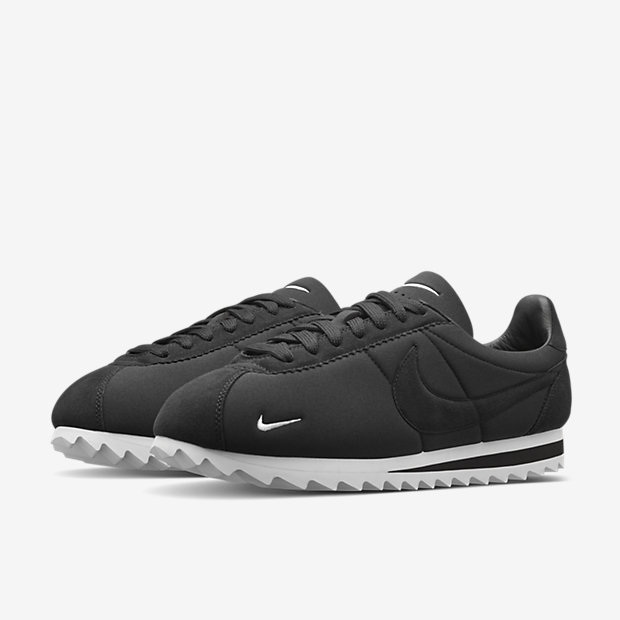 all black nike cortez shoes