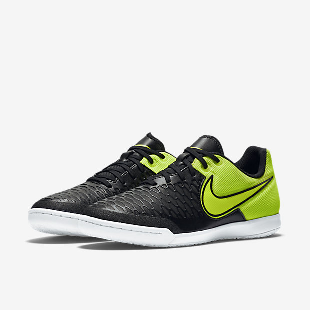 Nike – INDOOR COURT
