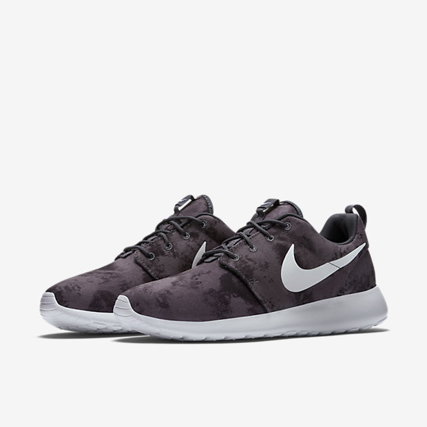 Nike-Roshe-Run-Print-Mens-Shoe-655206_01