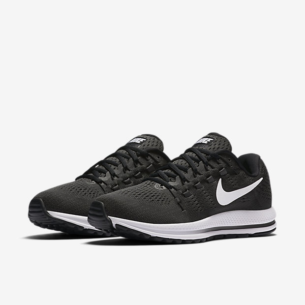 free shipping a48f0 3c17e ... Gris Loup Platine Chaussure de running Nike Air Zoom Vomero 12 pour  Homme.